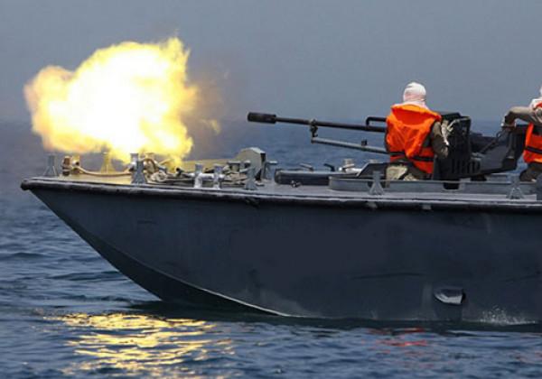 زوارق الاحتلال تستهدف بنيران رشاشاتها الصيادين ببحر السودانية