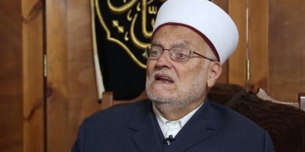 الاحتلال يستدعي خطيب المسجد الأقصى عكرمة صبري للتحقيق معه