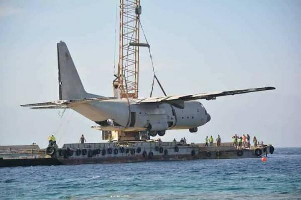 بالفيديو: إغراق طائرة ركاب في خليج العقبة لتنضم للمتحف العسكري تحت الماء