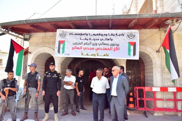 وزير الحكم المحلي يزور يطا ويلتقي فعالياتها الوطنية والرسمية