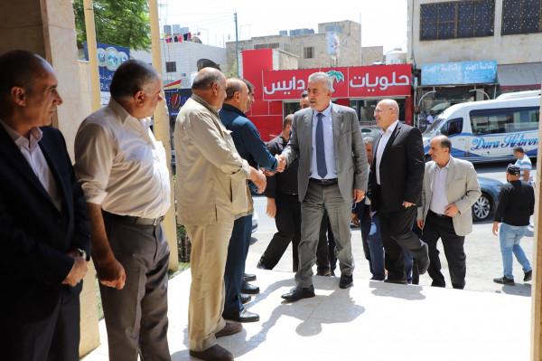 بلدية دورا تستقبل وزير الحكم المحلي للاطلاع على احتياجات البلدية