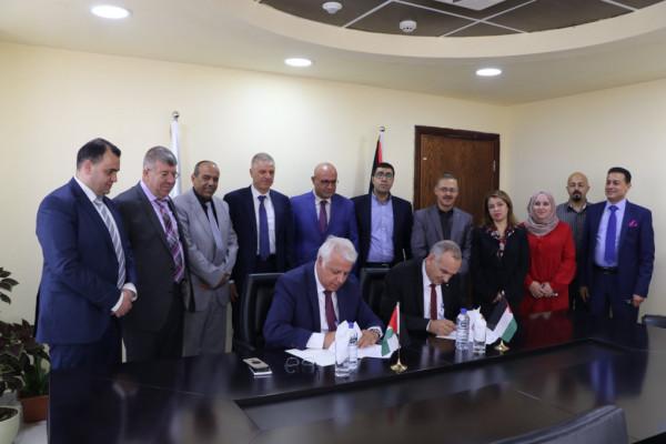 جامعة بوليتكنك فلسطين ووزارة الاتصالات توقعان مذكرة تفاهم لتبادل المعلومات والمهارات