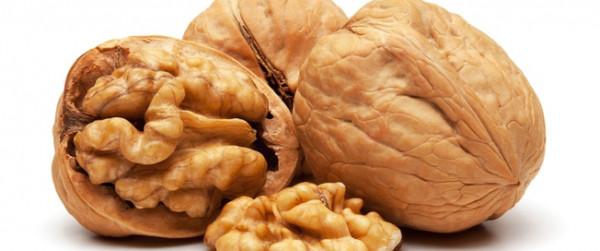 دراسة توضح مايحدث لجسم الإنسان بعد تناول 7 حبات جوز لمدة 4 أيام