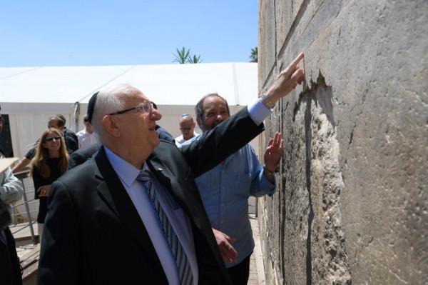 شاهد: الرئيس الإسرائيلي يقتحم الحرم الإبراهيمي