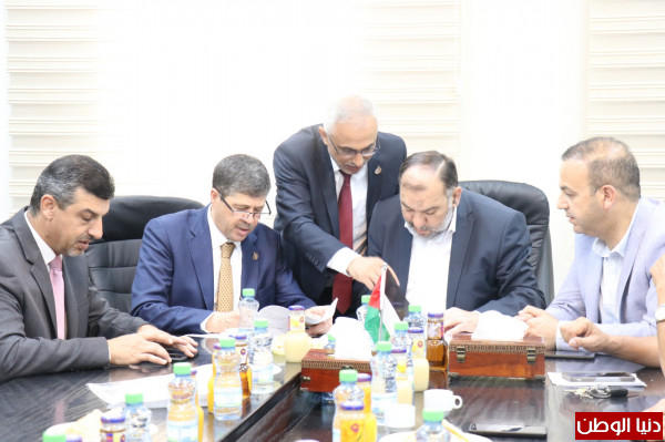 بلدية الخليل ومصرِف الصفا الإسلامي يُوقعان اتفاقية استئجار مقر للمصرِف بالحديقة التكنولوجية