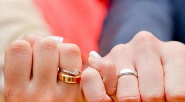طلبت الطلاق لأن زوجها مشغول عنها