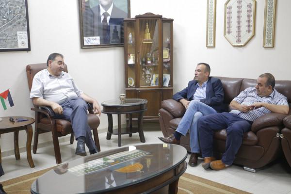رئيس بلدية قلقيلية يستقبل وفدا من وزارة السياحة والاثار