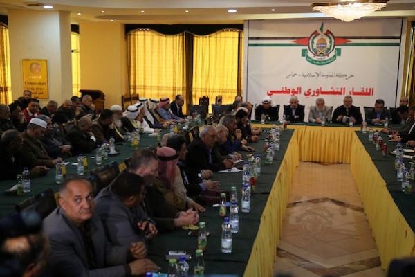 الرئيس عباس يُقرر حل هيئة شؤون العشائر بغزة بتهمة التجنّح