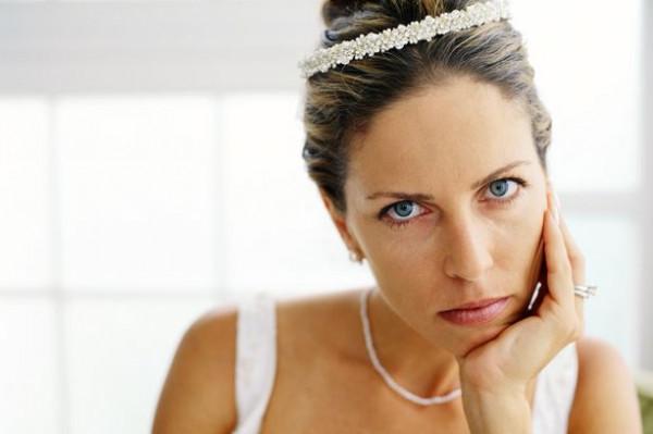 """""""كيدهن عظيم"""".. سيدة تحضر زفاف ابنها بفستان أبيض مطابق لفستان العروس"""