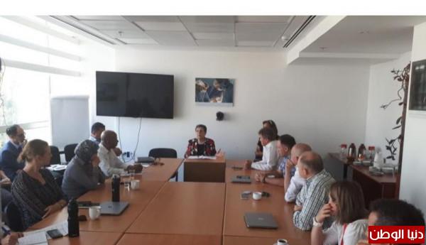 عشراوي تُقدم محاضرة سياسية للجنة الدولية للصليب الأحمر في القدس