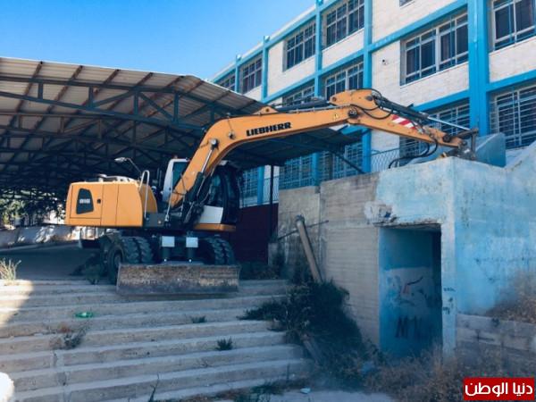 بلدية الخليل تنهي أعمال صيانة لمجموعة من المدارس في المدينة