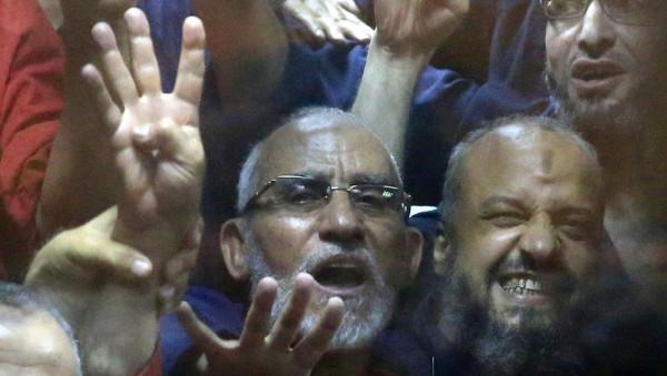 """المؤبد لمرشد الإخوان و9 قيادات بقضية """"التخابر مع حماس"""""""