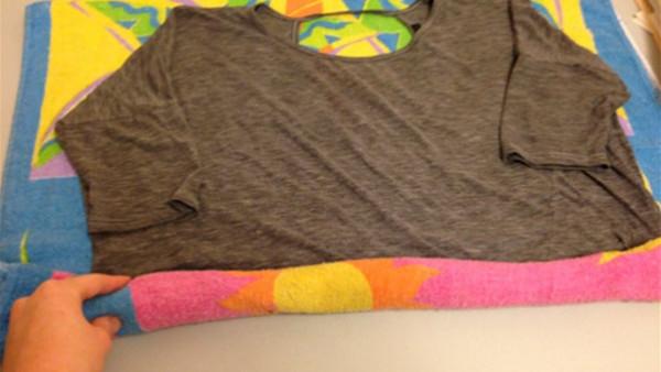 حيلة منزلية عجيبة تعيد الملابس المنكمشة إلى حجمها الطبيعي
