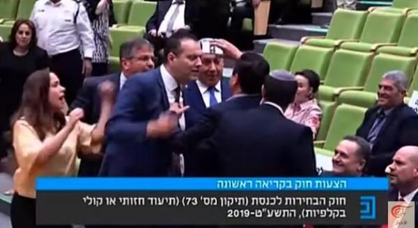 فيديو: رئيس القائمة العربية في الكنيست يواجه نتنياهو بكاميرا الهاتف