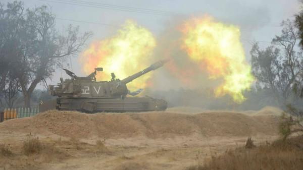 مدفعية الاحتلال تُطلق نيران أسلحتها الرشاشة صوب أرض خالية شرقي غزة