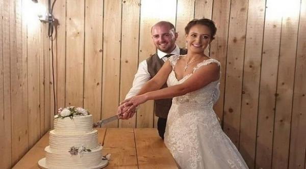 عروسان بريطانيان يكتشفان سرقة جميع الهدايا بعد الزفاف