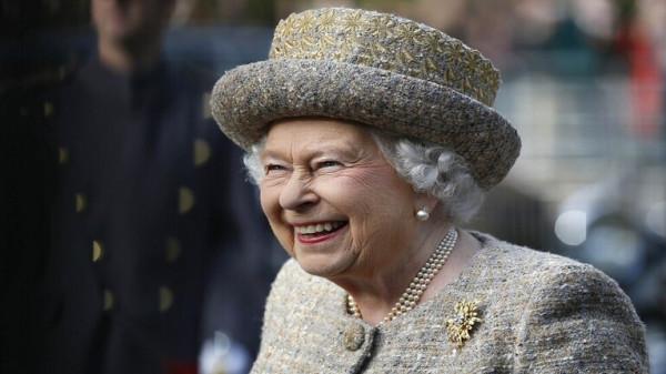 """وجبة """"غير اعتيادية"""" تتناولها ملكة بريطانيا في الرحلات الجوية"""
