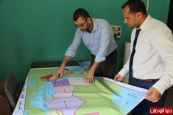 غزة: وزارة التعليم تنتج خرائط تعليمية لتعزيز منهاج المواد الاجتماعية في المدارس