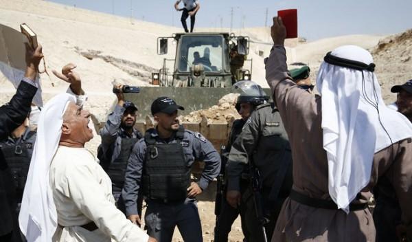جرافات قوات الاحتلال تُدمر وتجرف مئات الدونمات في الأغوار