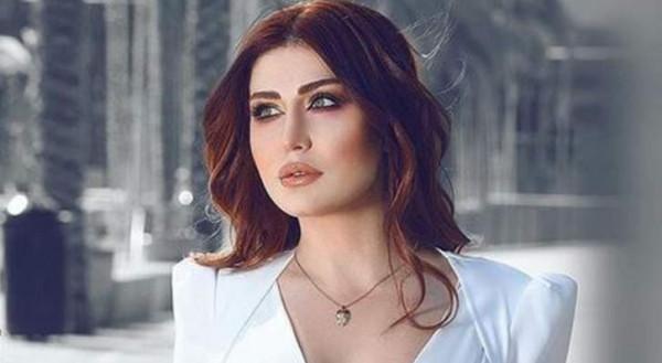 """إنتقادات لاذعة لـ""""هبة نور"""" بسبب جرأة فستانها وما فعلته به أمام الكاميرا"""