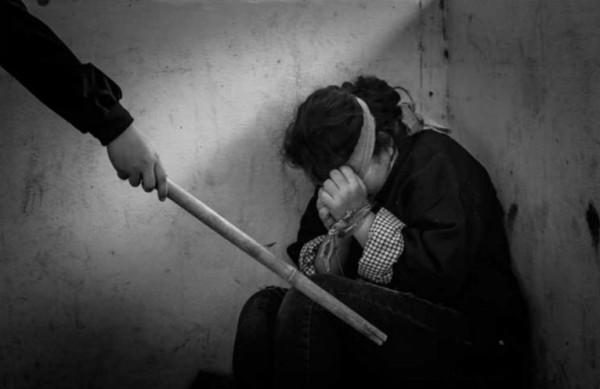 مصر: يكبرها بـ30 عامًا.. طفلة تهرب من زوجها بسبب التعذيب