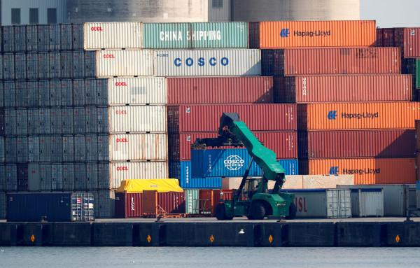 ترامب يُرجئ الرسوم الجمركية على الواردات الصينية