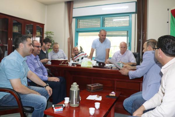 بلدية الخليل تُنهي استعداداتها لمهرجان أيام العنب الخليلي