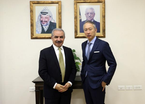 اشتية يستقبل السفير الياباني بمناسبة انتهاء مهامه الرسمية