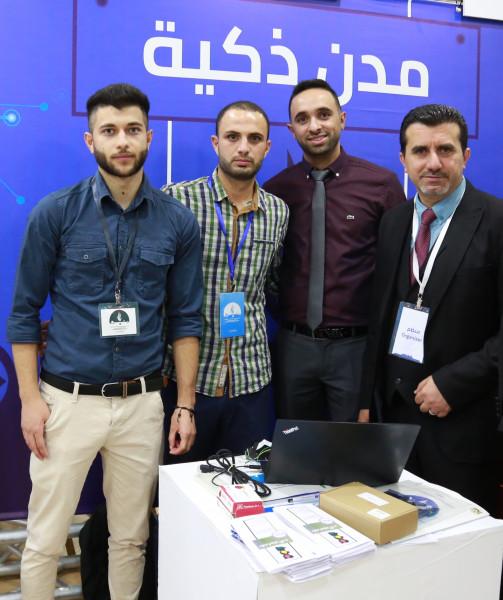 """خريجون من """"القدس المفتوحة"""" يطورن نظاماً آلياً متكاملاً لإدارة المرور بالمدن"""