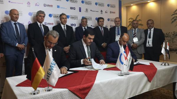 العراق يوقع عقدا مع شركتين ألمانية ومصرية لتأهيل مجمع للطاقة