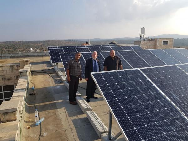مدرسة ذكور عزون الثانوية تحقق قصة نجاح بالتزود بالطاقة الشمسية