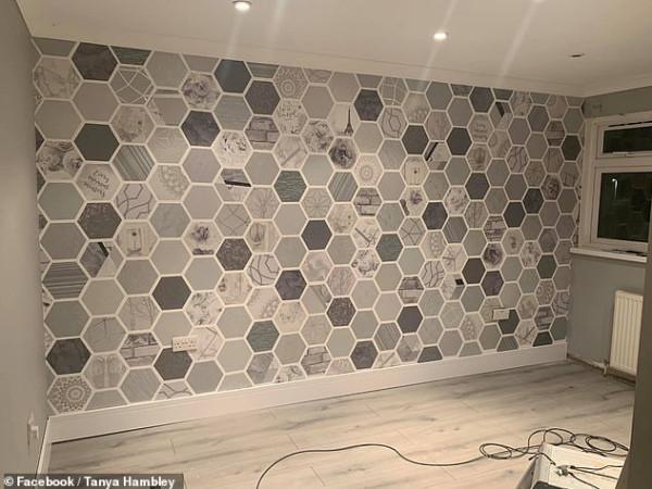 القليل من المال والكثير من الصبر.. امرأة تبتكر طريقة جديدة لتزيين حائط غرفتها