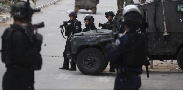 الاحتلال يعتقل شابًا قرب نابلس بزعم حيازته بندقية