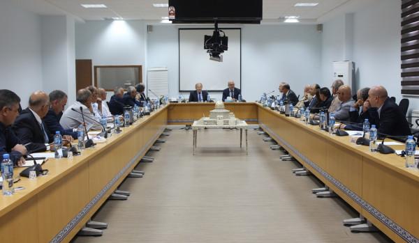 اجتماع يبحث سبل دعم وتعزيز صمود الاقتصاد في القدس