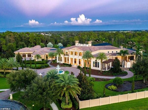 مخصص للنخبة فقط.. قصر للبيع في فلوريدا والكشف عن محتوياته الداخلية