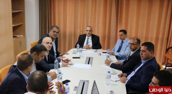 وزير الاتصالات يؤكد على ضرورة تفعيل نقطة تبادل الانترنت الفلسطيني (pix)