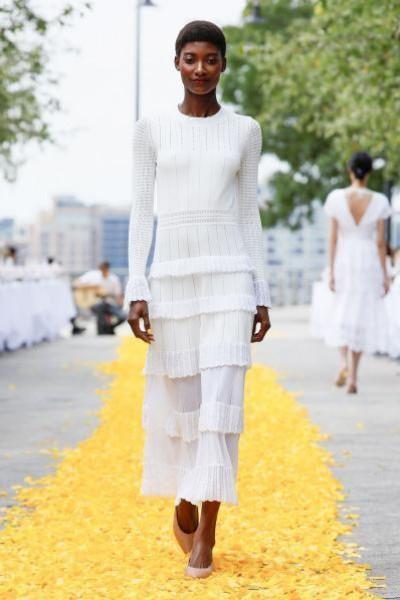 فساتين زفاف لعروس 2020 من أسبوع الموضة بنيويورك