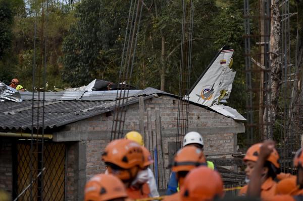 مقتل سبعة أشخاص وجرح ثلاثة بتحطم طائرة صغيرة في كولومبيا