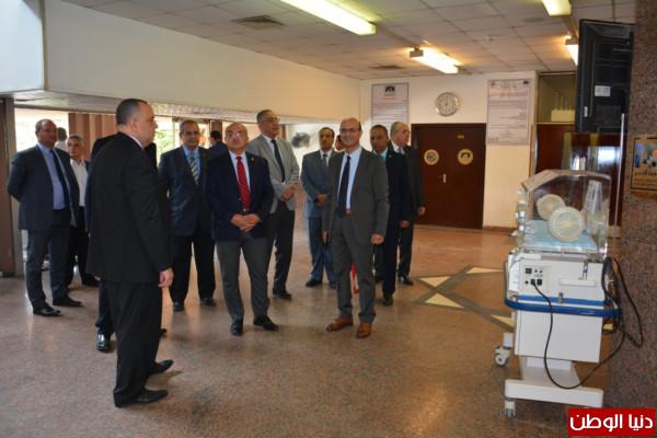 رئيس جامعة أسيوط يؤكد على أهمية مساهمة الشركات الوطنية بصناعة المستلزمات الطبية