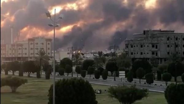 الحوثيون يكشفون نوع الطائرات التي نفذت الهجوم على منشآت النفط السعودية