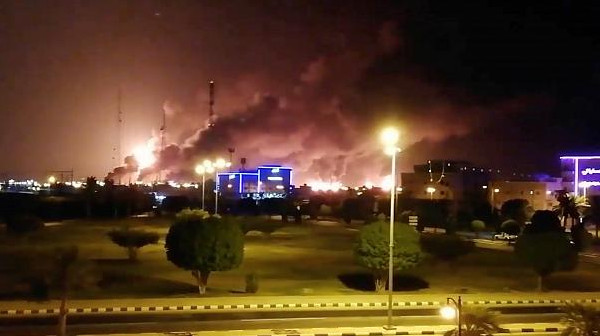 """التحالف بقيادة السعودية وواشنطن يشيران إلى دور إيران بعملية استهداف """"أرامكو"""""""