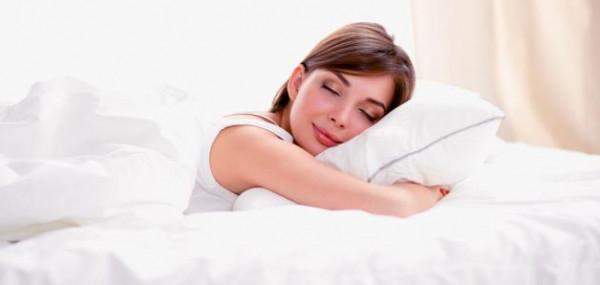 احذر.. النوم بهذه الوضعية يضر القلب والعمود الفقري