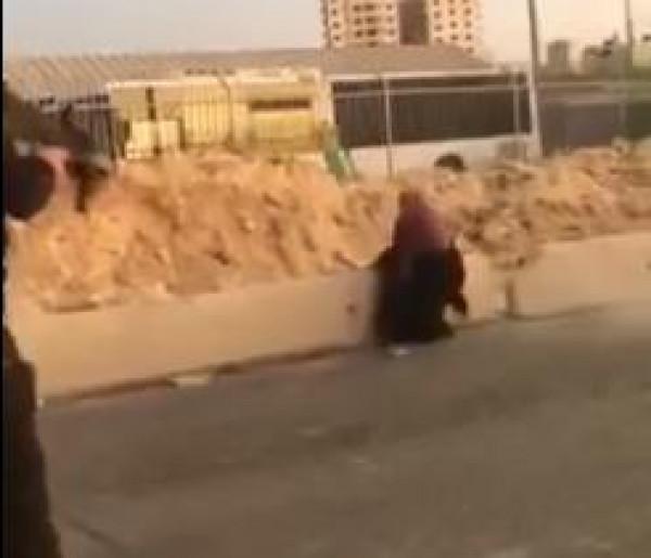 شاهد: لحظة إطلاق قوات الاحتلال النار على فتاة فلسطينية عند حاجز قلنديا