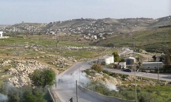 """بأسلاك شائكة.. قوات الاحتلال تُغلق طريق """"الفرديس"""" التاريخية شرق بيت لحم"""