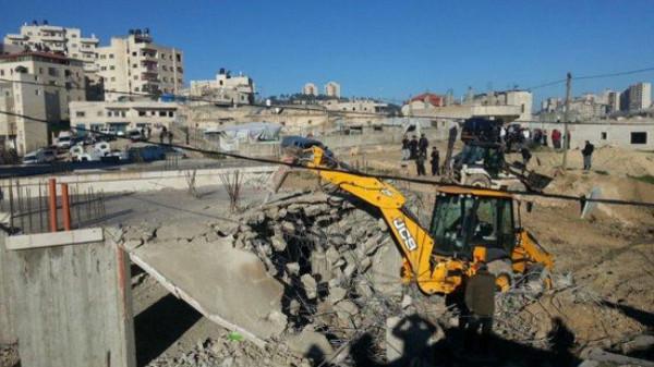 الاحتلال يخطر بوقف البناء بمنازل وبركسات في برطعة جنوب غرب جنين