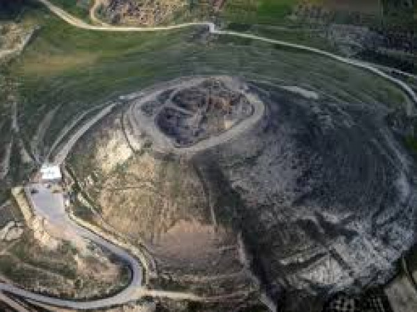 الاحتلال يغلق طريق الفرديس البرية التاريخية شرق بيت لحم