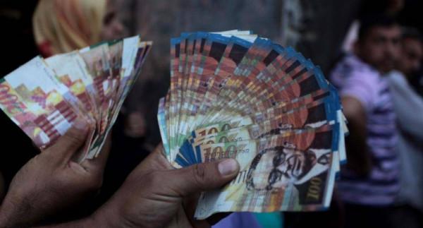 """بنفس آلية الشهر الماضي.. """"المالية"""" بغزة تبدأ صرف رواتب الموظفين اليوم"""