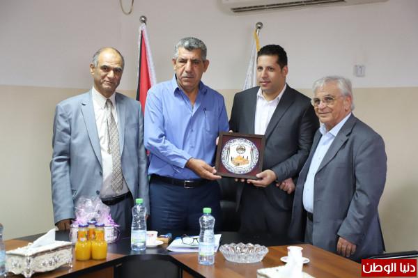 بلدية دورا توقع اتفاقية مع جامعة القدس المفتوحة لإنشاء حاضنة اعمال مشتركة