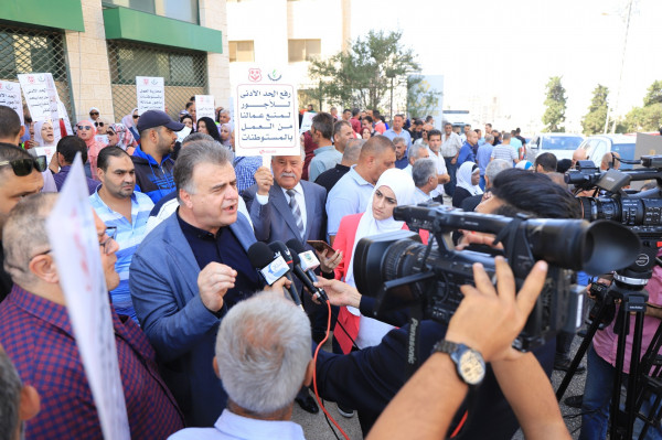 اتحاد نقابات عمال فلسطين ينفذ اعتصاماً للمطالبة بتطبيق نظام الحد الأدنى للأجور