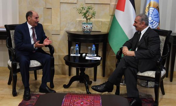 اشتية: الأردن وفلسطين منسجمان سياسياً والتعاون بين الحكومتين آخذ بالتطور